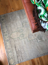 Load image into Gallery viewer, Hande, vintage Turkish runner, 3.8' x 10.4'