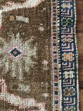 Load image into Gallery viewer, Aysun, vintage Turkish rug