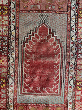 Load image into Gallery viewer, Ecesus, vintage Turkish prayer rug 2'8 x 4'5