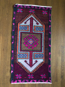 Evelyn, vintage Turkish yastik rug