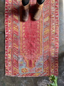 Ender, vintage Turkish prayer rug 2'8 x 3'10