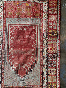 Ecesus, vintage Turkish prayer rug 2'8 x 4'5