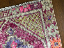 Load image into Gallery viewer, Dolly, vintage Turkish rug