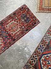 Load image into Gallery viewer, Zana, vintage Persian Heriz, 1'10 x 5'2