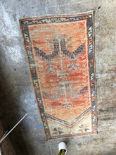 Load image into Gallery viewer, Arzu, vintage Turkish rug