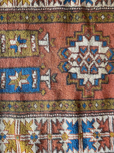 Load image into Gallery viewer, Dacey, vintage Turkish rug 2'5 x 4'7