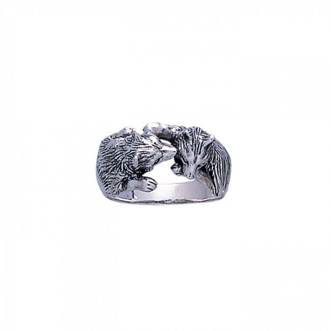Wolf Kiss Ring TR1403
