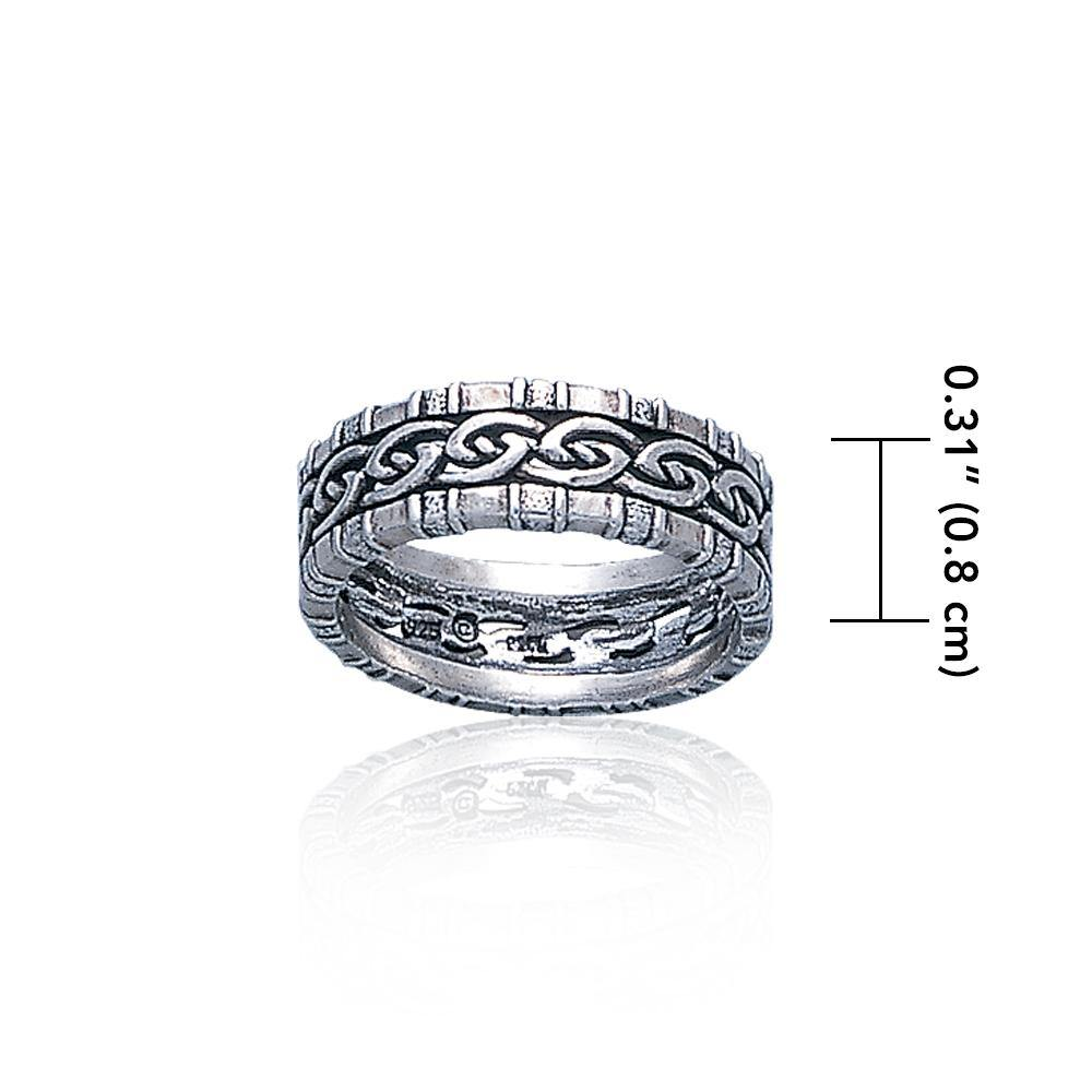 A Celtic symbol with no beginning and end ~ Knotwork Ring TR3416