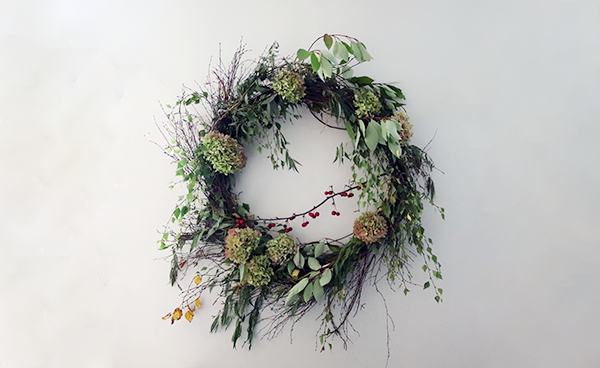 Create an autumnal foraged wreath with our flower nerd, Strizz!