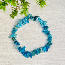 Load image into Gallery viewer, Apatite Crystal Chip Bracelet