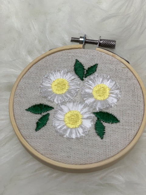 "Embroidered hoop 3.5"" - mini daisies"