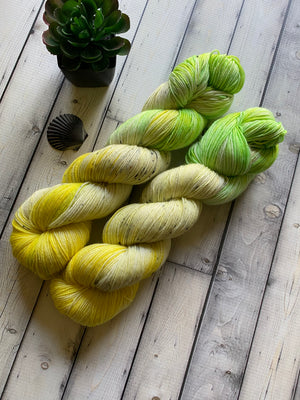 yellow yarn with speckles