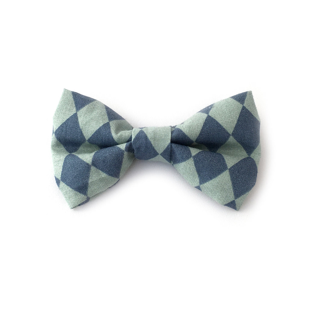 Bows bowtie in Harlequin Blue