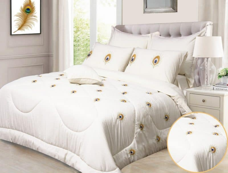 Embroidered comforter (Cream)