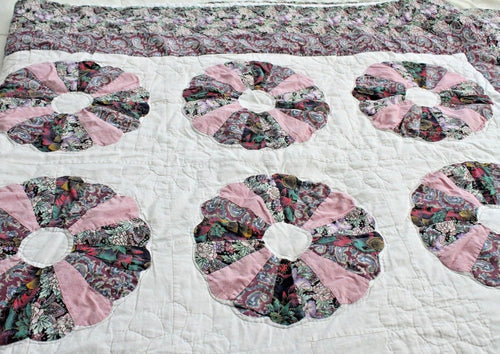HAND SEWN VINTAGE DRESDEN PLATE QUILT, ALL COTTON — QUEEN SIZE