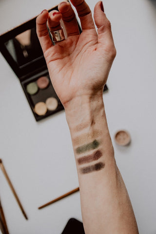 How to Patch Test Makeup to for Accuracy, Allergens & Avoid Breakouts