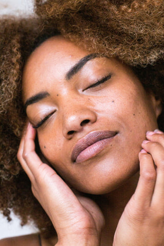 Love Your Skin With These 9 Affirmations in the Mirror Every Morning