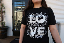 Load image into Gallery viewer, LOVE flowers tee
