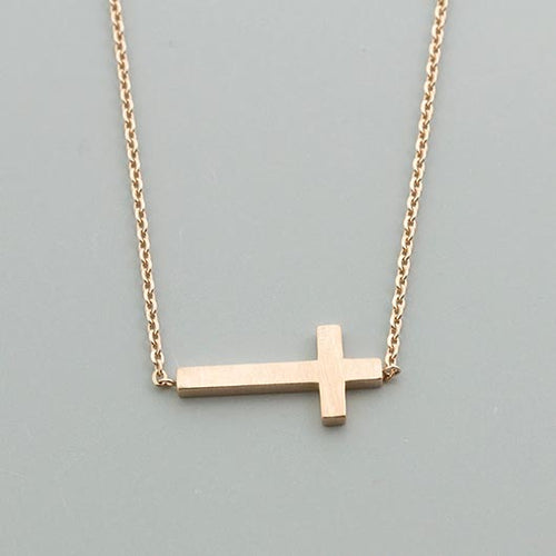 Saphira Necklace in gold with lying cross pendant