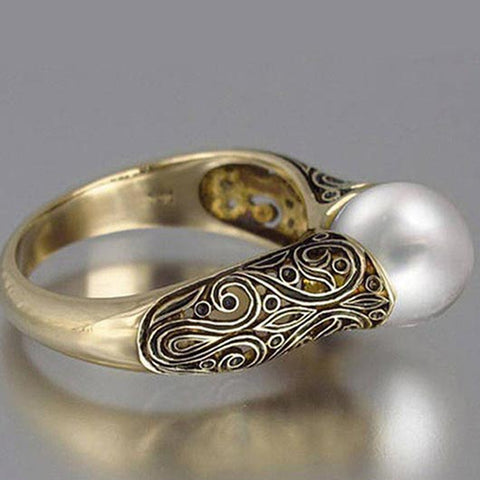 Rachel Ring with a pearl and golden accents