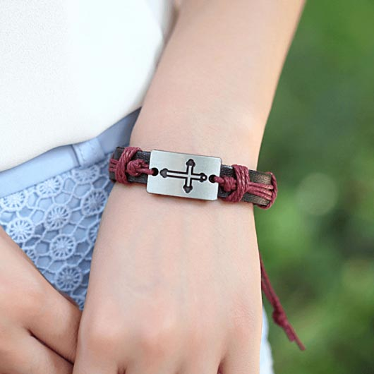David Bracelet with steel cross plate in red color
