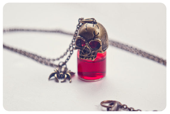 Halloween Gothic Skull Poison Glass Bottle Necklace Mini Bottle Pendant Blood Bottle Gothic Jewelry