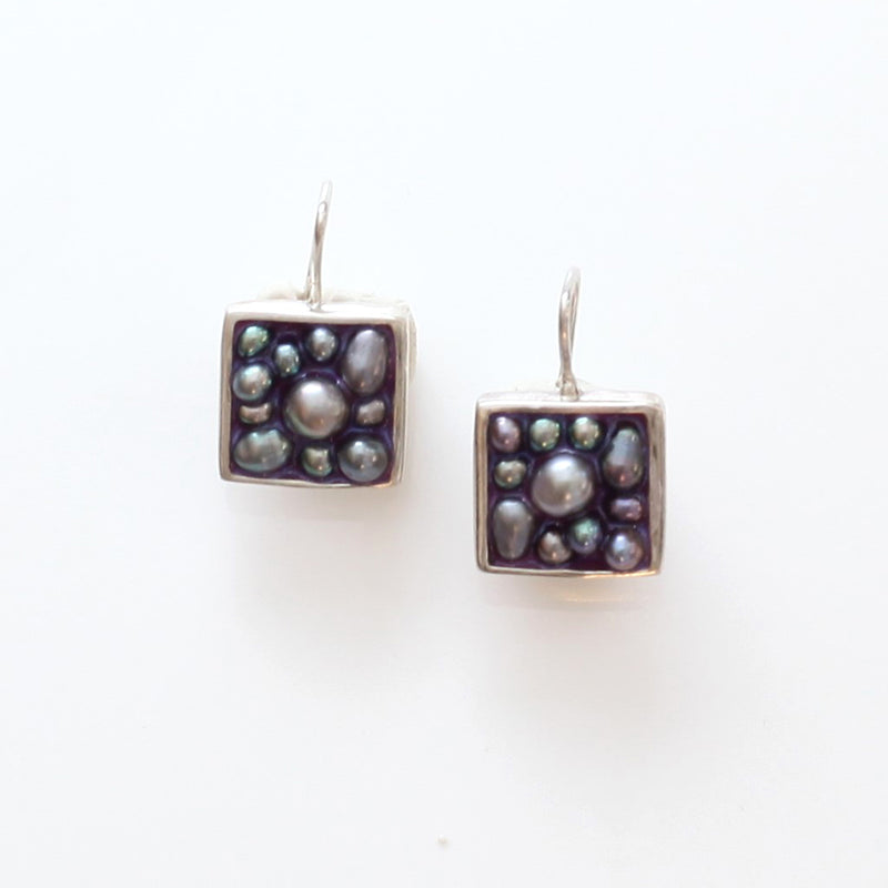 Caviar Earrings: Peacock Pearl