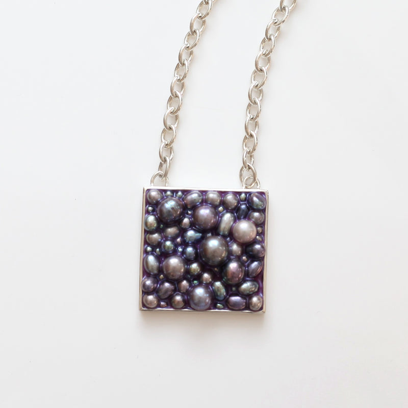 Caviar Necklace: Peacock Pearl