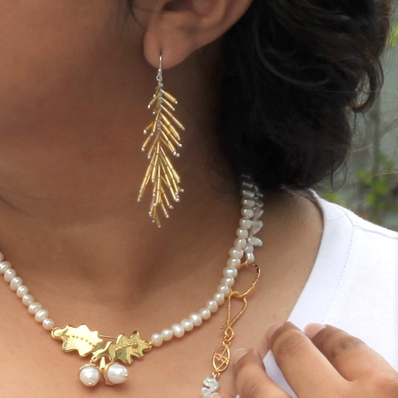 Feather Duster Earrings: Oro