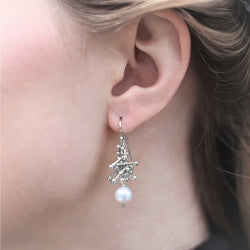 Feather Chain Earrings with Pearl in Silver