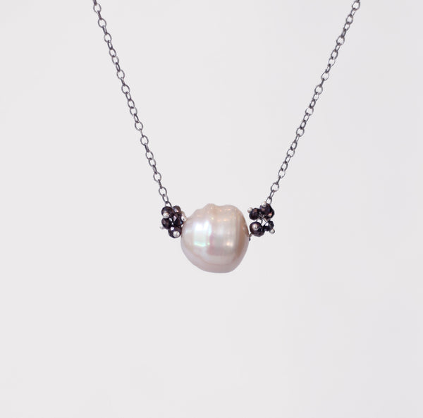 Alexis Pearl Necklace: Midnight