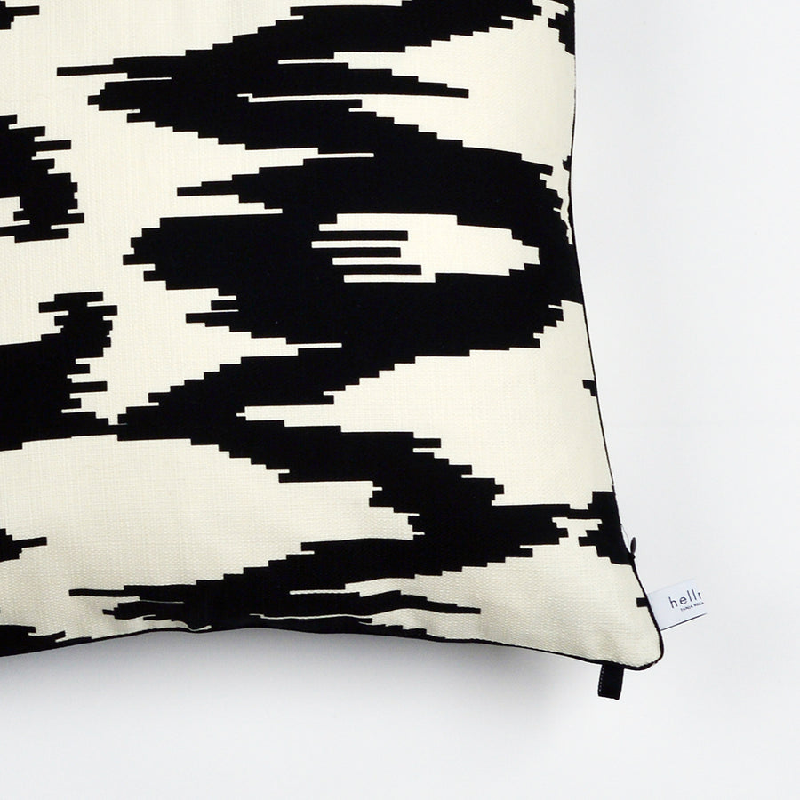 "Kissen ""IKAT BIG"" BLACK FANCY 50x50cm   Cotton_Struktur"