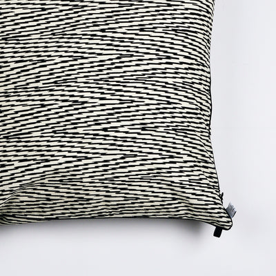 "Kissen ""IKAT HERRINGBONE"" BLACK FANCY 50x50cm   Cotton_Struktur"