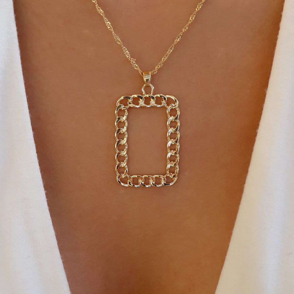 The Chain Pendant Necklace