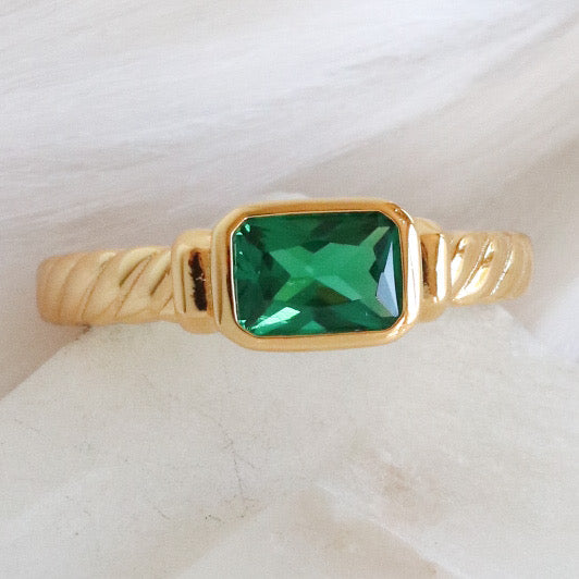 Emerald Pendant Ring