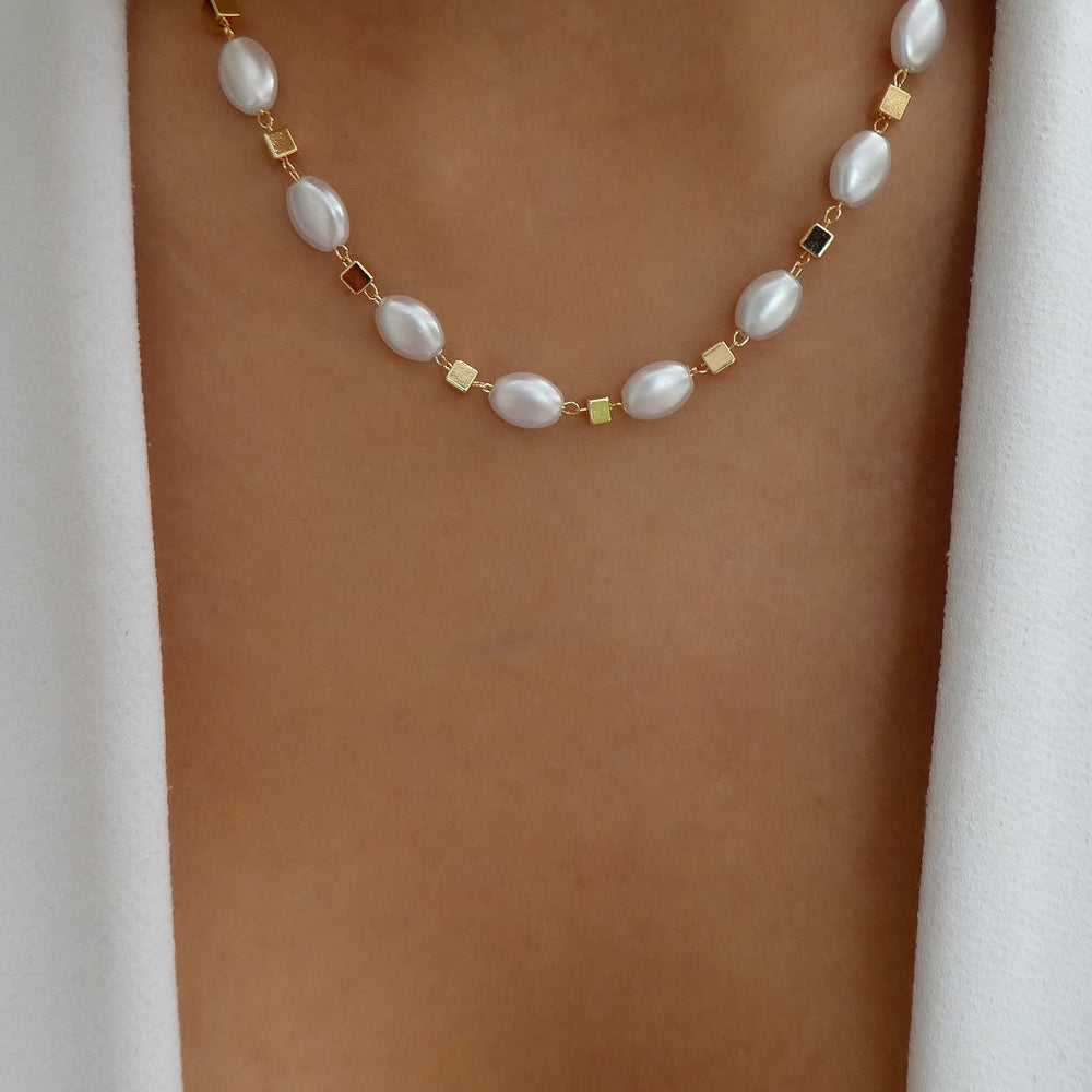 Megan Pearl Necklace