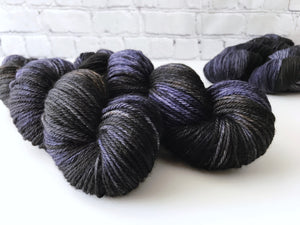 Darkest Night on Willow Worsted Weight Superwash Merino Wool Yarn 100g - The Handmaker's Bag
