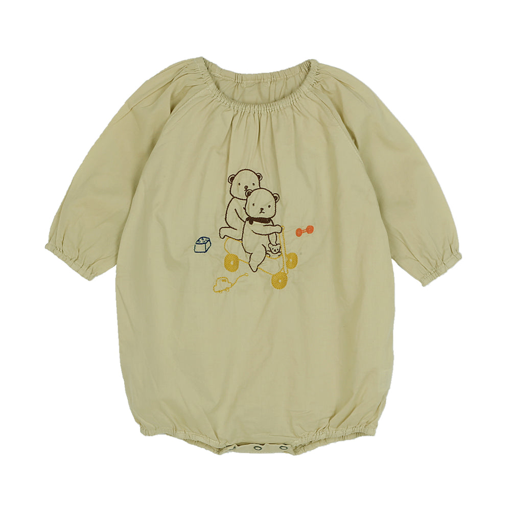 Brand: Bien a Bien Colour: Cream  Details: Unisex, Long sleeves, Lovely bear embroidery, Round and elasticated neckline, Hidden ring snap opening at crotch Composition: Cotton Made in: Korea
