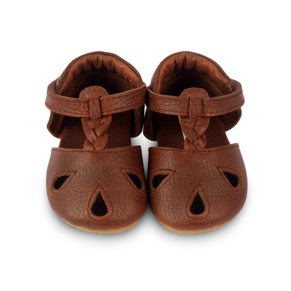 Brand: Donsje Colour: Dark Brown Grain  Details: Handmade & Fairtrade, t-bar closure with adjustable braided strap and leather cut outs Anti slip suede outsole (size: 0-6 & 6-12 months),  Rubber flexible sole (size: 12-18 & 18-24 months) Composition:  100% Premium leather