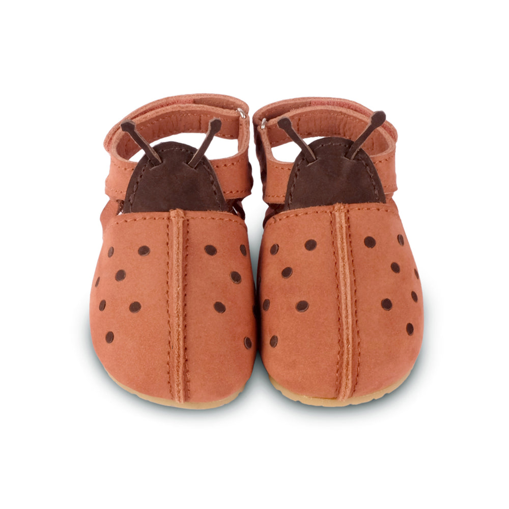 Lady bird closed toe sandals. Brand: Donsje Colour: Walnut  Details: Handmade & Fairtrade, Adjustable braided strap Anti slip suede outsole (size: 0-6 & 6-12 months),  Rubber flexible sole (size: 12-18 & 18-24 months) Composition:  100% Premium nubuck leather *** Donsje donates a part of its profits to the Shining Star foundation in Kenya.