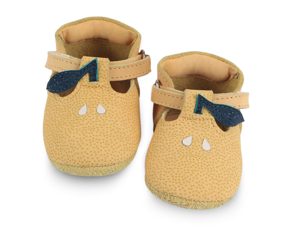 Nanoe shoe - lemon. Brand: Donsje Colour: Lemon Details: Handmade & Fairtrade, t-bar closure with adjustable velcro fastening strap Anti slip suede outsole (size: 0-6 & 6-12 months),  Rubber flexible sole (size: 12-18 & 18-24 months) Composition:  100% Premium leather *** Donsje donates a part of its profits to the Shining Star foundation in Kenya.