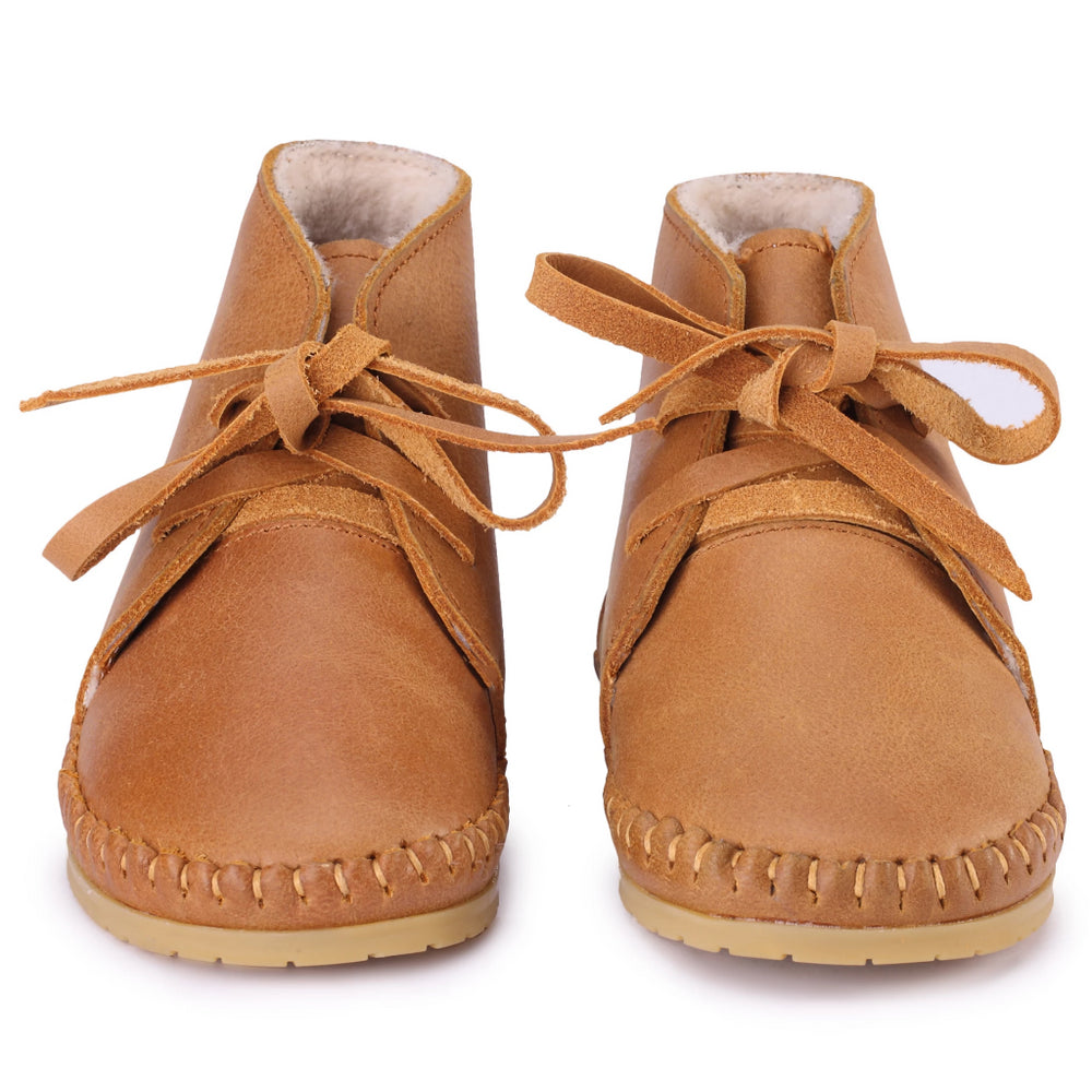 Ollie lining leather shoes - Brand: Donsje Colour: Caramel  Details: Handmade & Fairtrade, Lace up  Composition: 100% Premium leather, 100% Sheep wool lining, Rubber outsole *** Donsje donates a part of its profits to the Shining Star foundation in Kenya.
