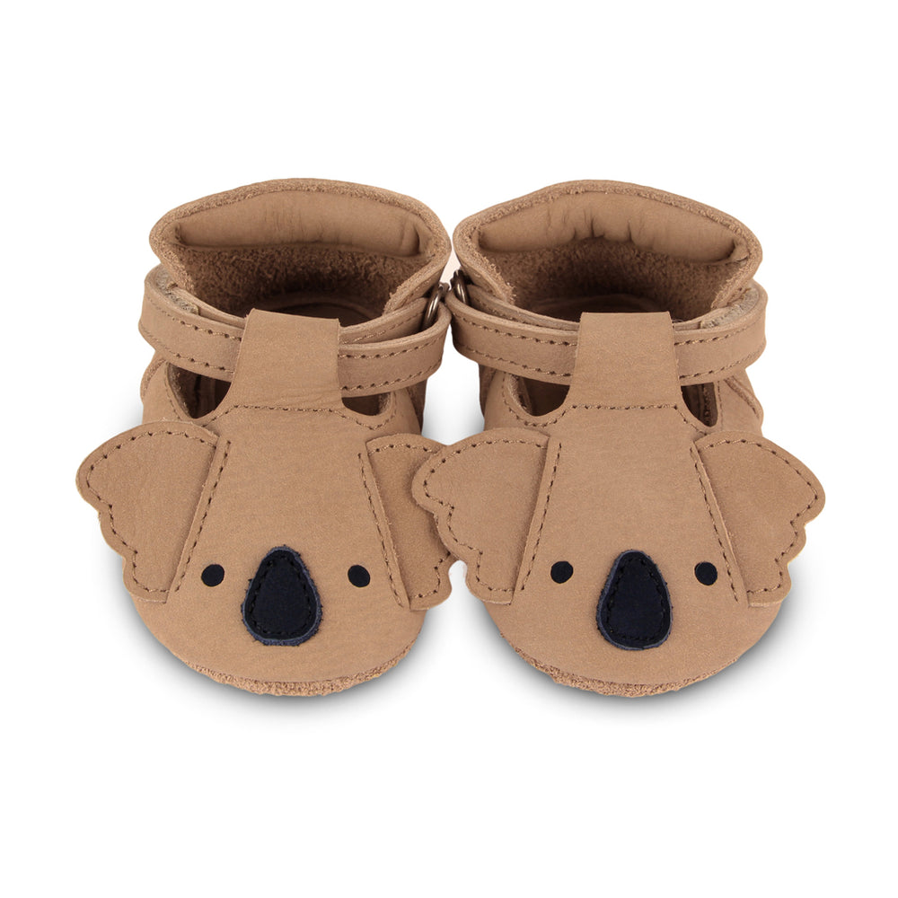 Brand: Donsje Colour: Caramel  Details: Handmade & Fairtrade, t-bar closure with adjustable velcro fastening strap Anti slip suede outsole (size: 0-6 & 6-12 months),  Rubber flexible sole (size: 12-18 & 18-24 months) Composition:  100% Premium leather