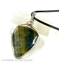 Load image into Gallery viewer, Green Tigers Eye unisex Pendant Necklace