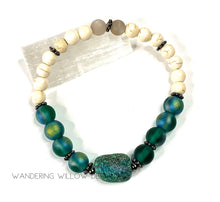 Load image into Gallery viewer, Green Druzy & Green Aura Stretch Bracelet