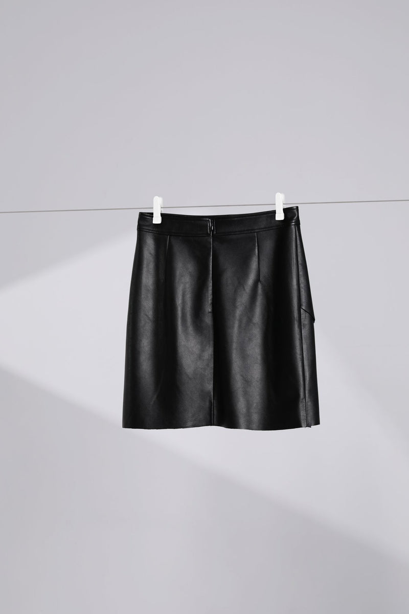 Cross Piece Short Skirt
