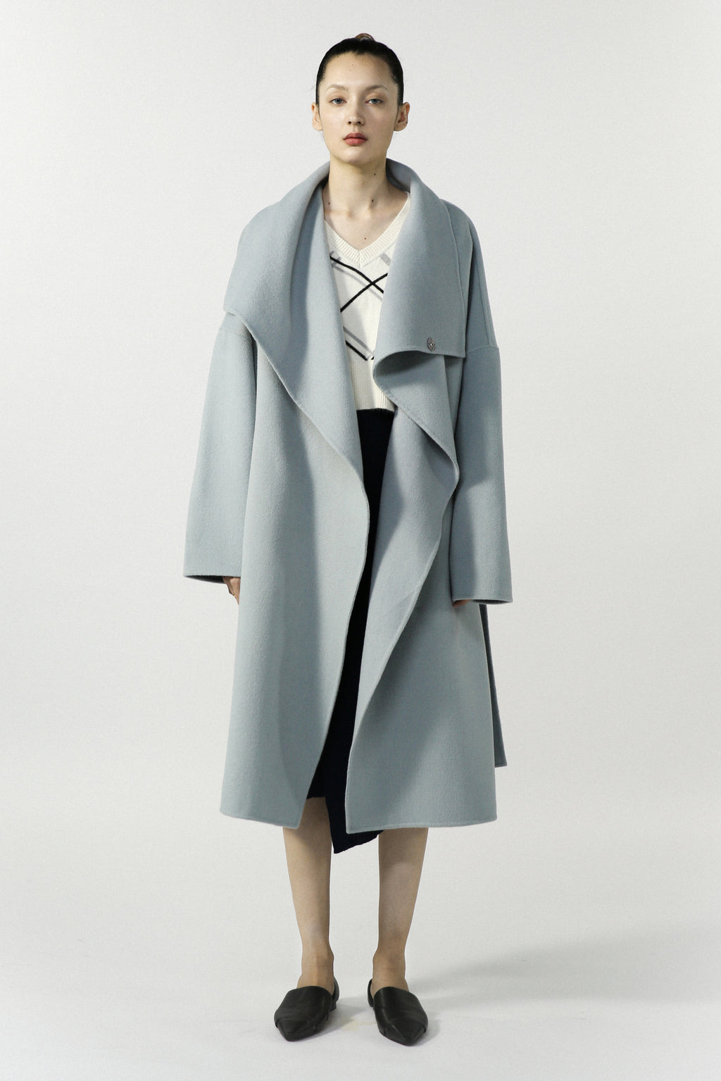 Double faced overcoat with large lapel