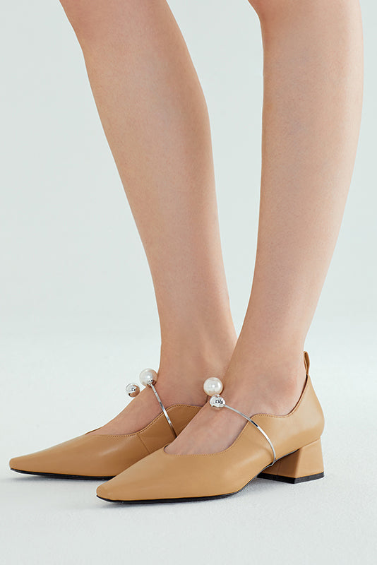 Fetal Cowhide Serpentine Pearl Buckle Pumps - Apricot