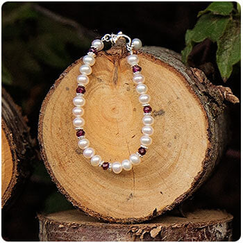 Pearl and Birthstone January Garnet Bracelet.