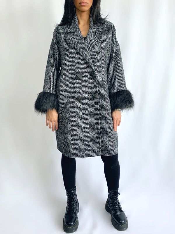 C6 | Cocoon coat: black and white